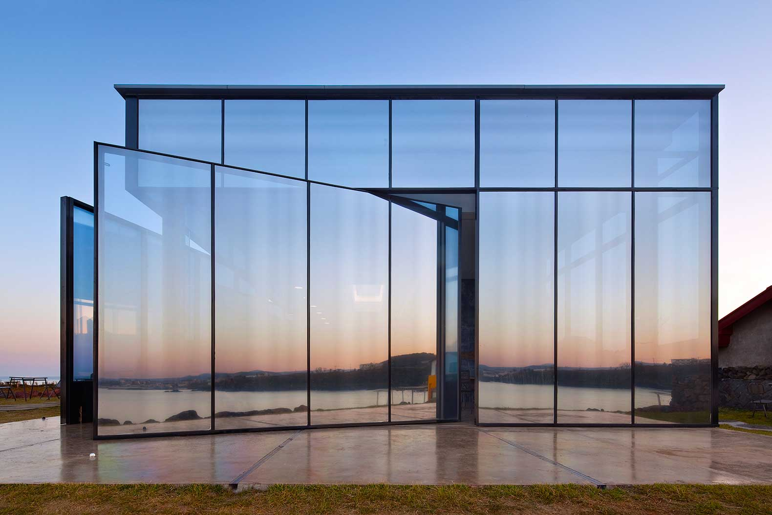Solar-Reflective-Glass