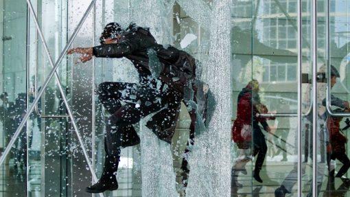 Stunt-Movie-Toughened-Glass-jumping-through-glass (1)