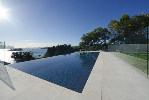 Swimming-Pool-infinity-glass