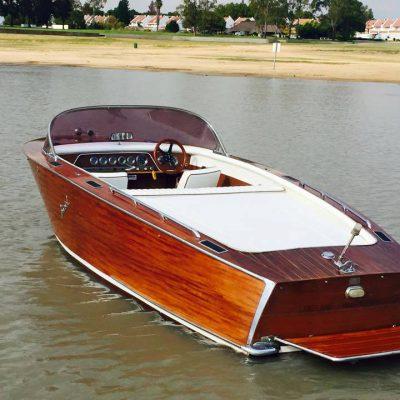boat-vaal-glass-wood-classic