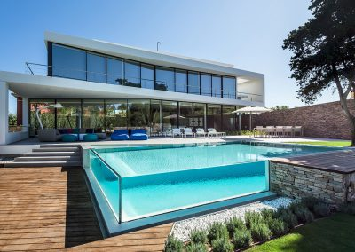 glass-walled-swimming-pool-2 (1)