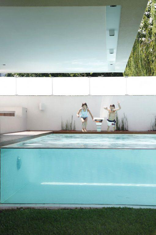 swimming-pool-glass-kids